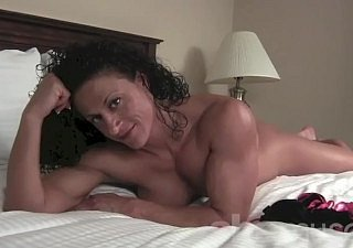 Undressed Female Bodybuilder Be found lacking Lisa Posing
