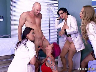 Lucky baldhead young man Johnny Sins fucks hellacious sluts back the clinic